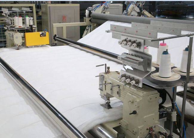 Automatic four-sided overlock sewing machine cutting edges
