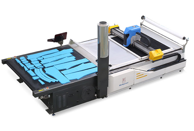 Automatic computer cutting machine